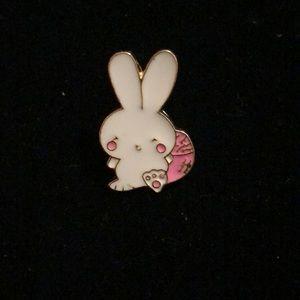 Jewelry - Little bunny pin